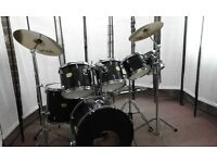 Retired Drum teacher has a Yamaha YD 7 piece drum kit with a choice of cymbals for sale.