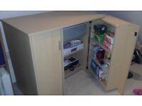 Compact hideaway computer desk