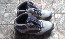 Kathmandu Hiking Boots in very good condition size 7.5