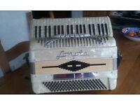 Sonola Piano Accordion 120/41 white