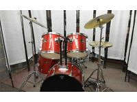 Retired Drum teacher has a Pearl Export drum kit with a Paiste cymbals & drum bags for sale.