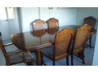 Dinning Table & 6 Chairs.(extendable)