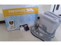 Tresspass Grey/Silver Fleece Snow Boots Size 4 In Immaculate condition as only worn a few times