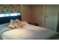 Double bedroom with en-suite shower room in Leigh, 10 mins from railway station