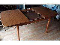 Dining / kitchen table (extendable)