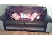 Large 3seater sofa and 2 large armchairs........ £300 ono