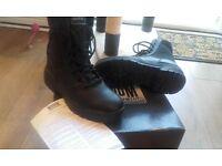 womens size 5 magnum boots bnib
