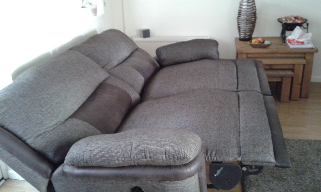 Dfs Tetris Three Seater Double Recliner Setee Choclate