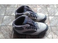 PAIR OF HIKING BOOTS BY KATHMANDU 41 (7.5 ADULT)