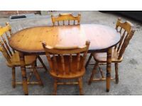 EXTENDABLE PINE DINNING TABLE AND 4 MATCHING CHAIRS.