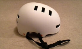 Cycle helmet (adult):