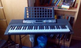 Yamaha EZ-200 Electric keyboard + adjustable stool