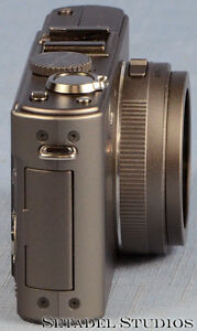 Leica D-Lux 4 Titanium Special Set Camera Outfit Mint [20692] Kitchener / Waterloo Kitchener Area image 4