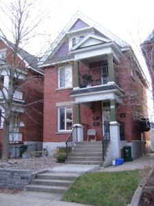 Amazing 2 Bedroom + Den in Hintonburg (2 storeys)