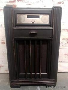 Vintage radio upcycled with Bluetooth & more
