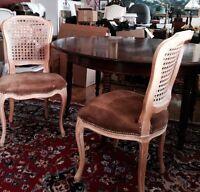Table ronde style francaise avec 5 chaises