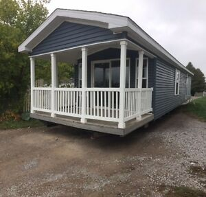 WATERFRONT - PARK MODEL 2 BEDROOM 12X44 WITH 12X8 PORCH