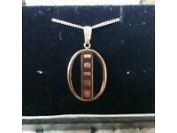 9ct gold onyx and ingot pendant and 9ct rose gold chain