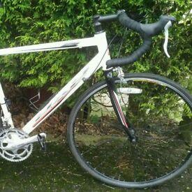 2x2 Worldwide Race - aluminium road bike with carbon fork