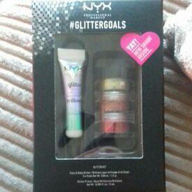 NYX #Gilttergoals, Glitter kit