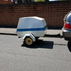 Retro car trailer with lid £160
