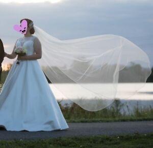 Robe de mariée avec voile et accessoires