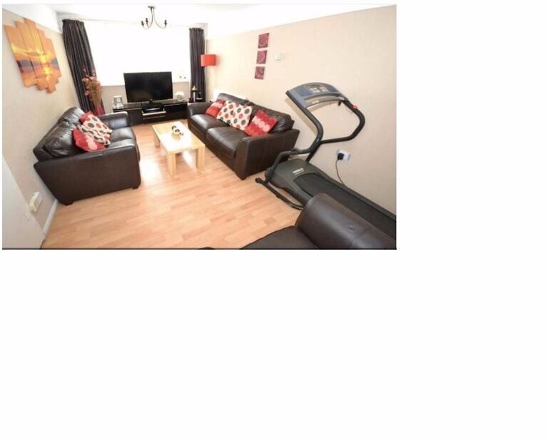 Lovely 5 bedroom mid terraced house to rent near Gants Hill, Redbridge IG5