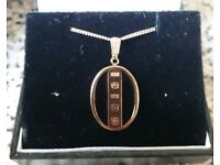 Lovely 9ct gold onyx and ingot pendant and 9ct rose gold chain