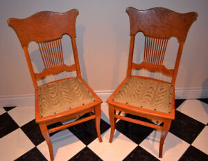 Set of 2 Vintage Antique Edwardian Era Carved Dining Chairs