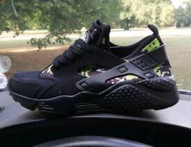 Nike huraches size 9 new