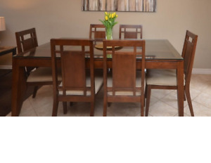Dinning room table and chairs (6)