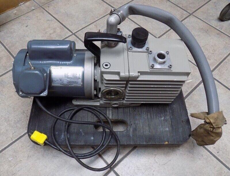 Trivac D1 6A Leybold-Heraeus 89583 Rotary Vane Vacuum Pump
