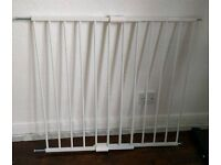 2 x Baby gate, extendable, 1 months ago bought