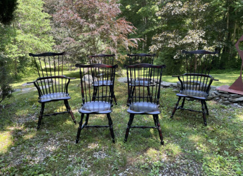 Set of 6 D. R. Dimes crackle black T-back Windsor chairs two arms and four sides