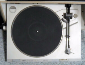 phonograph turntable  Akai   33 1/3 and 78