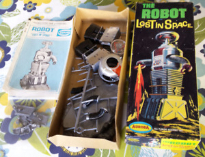 Aurora Lost in Space The Robot Model Kit 1968
