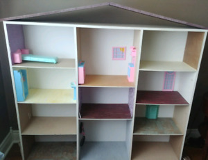 LARGE barbie/doll house