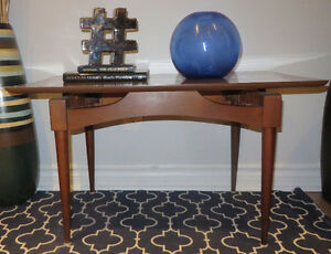 MID-CENTURY COFFEE TABLE/TABLE DE CAFÉ VINTAGE
