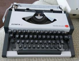 Olympia traveller de luxe s typewriter