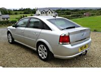 EXCEPTIONAL FAMILY CAR WITH FULL SERVICE HISTORY, LOW MILEAGE AND FACTORY EXTRAS!