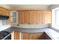 Full fitted kitchen with classic oak door & drawer fronts and appliances in very good condition