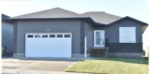 Beautiful 5 Bedroom for Rent in Moose Jaw!