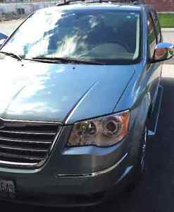 2010 Chrysler Town & Country LIMITED Minivan, Van