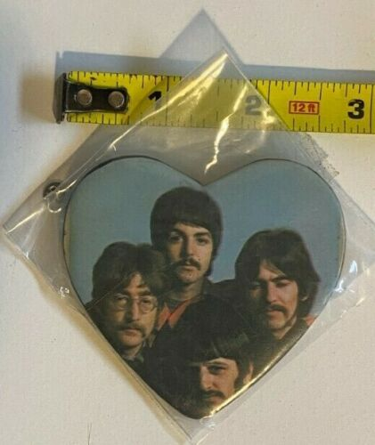 """VINTAGE THE BEATLES HEART-SHAPED 3"""" PINBACK BUTTON, SGT. PEPPER"""