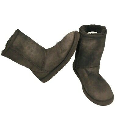 UGGS Australia Classic Short S/N 5825 Womens Brown Sheep Skin Lined Boots Size 8