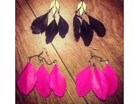 Set of 2 ladies feather earrings - £3