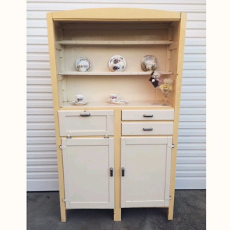 Stunning retro kitchenette
