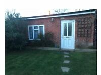 Self Contained Bungalow Studio inc all Bills +Garden and Parking in WINCHMORE HILL N21