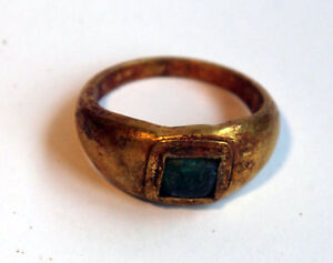 ANCIENT-ROMAN-GOLD-FINGER-RING-WITH-ORIGINAL-GREEN-GLASS-STONE1st-CENTURY-BC-AD