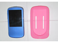 Sandisk Sansa Fuze+ 4GB MP3 player + silicone skin (FAULTY, plays music but white screen)